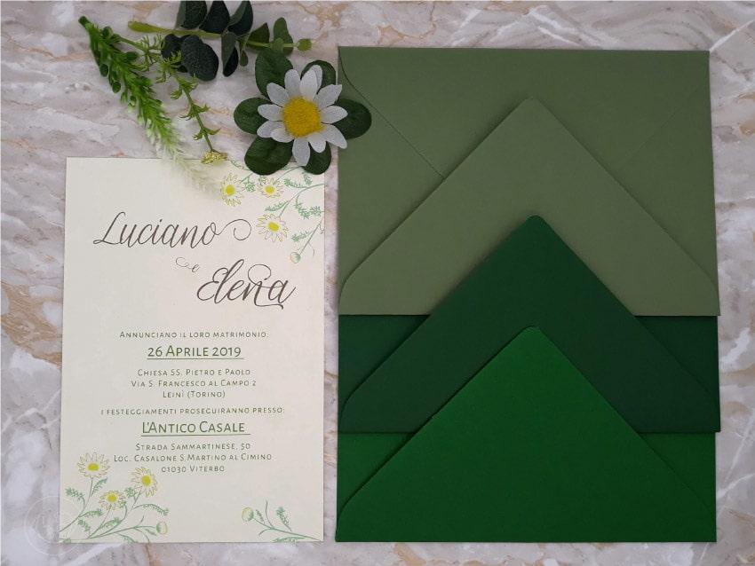 Buste-verdi-Partecipazione-Country-chic-con-margherite-fiori-di-campo-camomilla