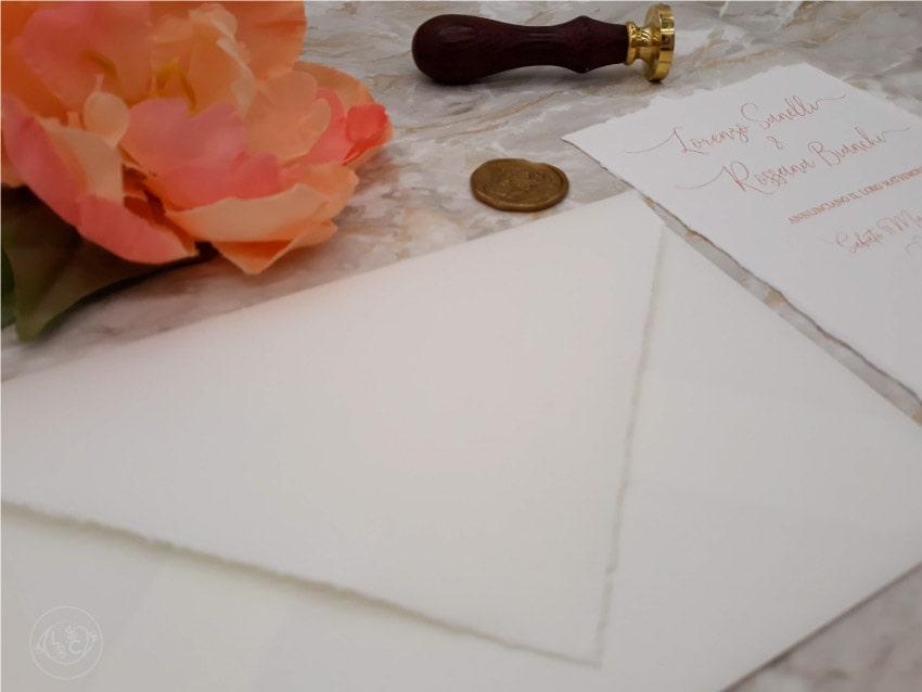 inviti-partecipazioni-di-nozze-carta-a-mano