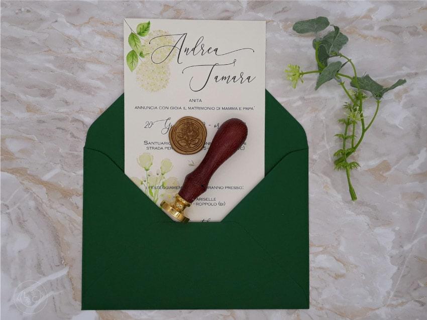 partecipazioni-romantiche-buste-verdi-con-ortensie-bianche-matrimonio