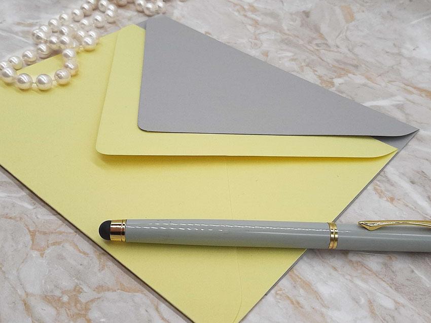Buste colorate 2021 Pantone Ultimate gray Illuminating Bis - Le Cartasie